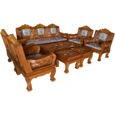 Large living room furniture with country crafts.